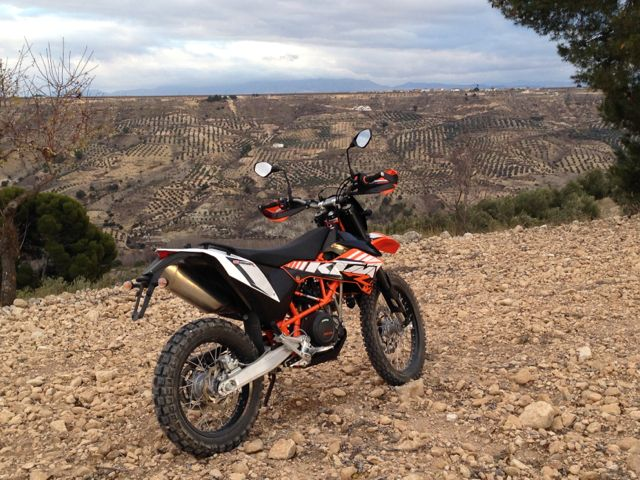 How/where to buy a moto (motorbike)? Lucia_opposite_valley